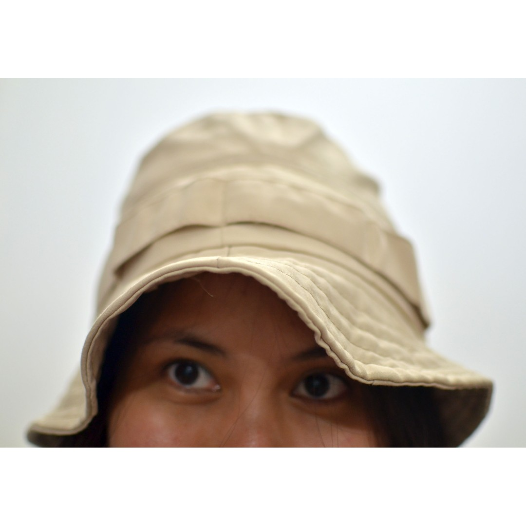908c772cb76 Topi Gunung   Bucket Hat Warna Cream