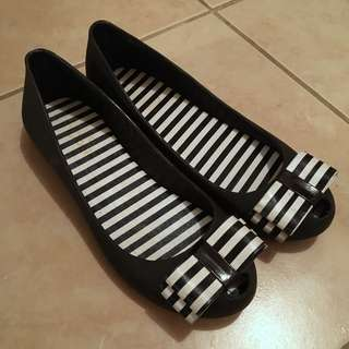 Striped-bow Raining Flats (plastic)