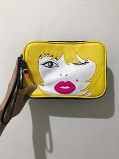POUCH BETSEY JOHNSON