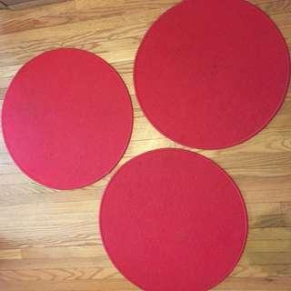 Round red mat/rug