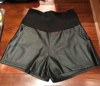 正韓孕婦仿皮短褲,柔軟好穿,寬版鬆緊褲頭舒適不緊繃
