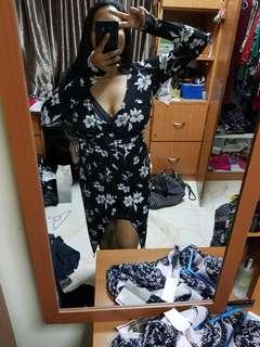 Blsck floral bodycon dress