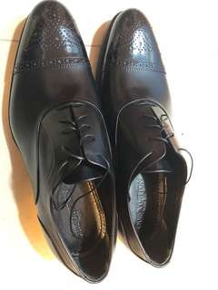 LV 黑色皮鞋