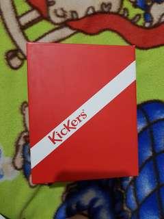 🍍 Box Kickers