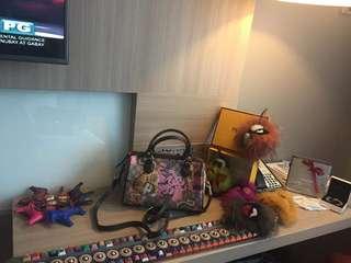 Gucci 2 way slingbag