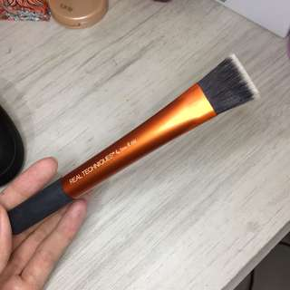 (ORIGINAL) Real Techniques square foundation brush