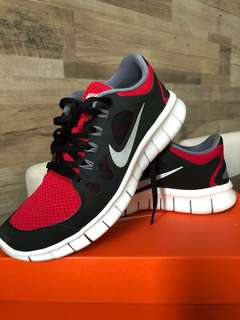 NIKE FREE 5.0 (unisex) - size 4.5 youth