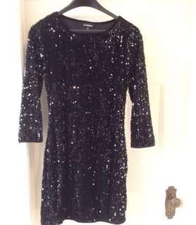 JUST REDUCED THE PRICE!!!!🙂✨✨ SUPER CUTE Le Chateau black sparkly sequins evening dress✨(size medium)with 3/4 length sleeves(small fitting medium)