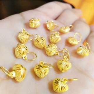 Penadant Gold 916*Postage only