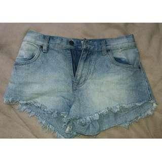 Cute Rustic Denim Short-Shorts (Size 6)