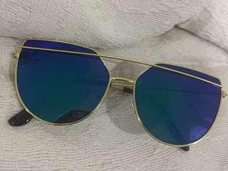 Shades / sunglasses