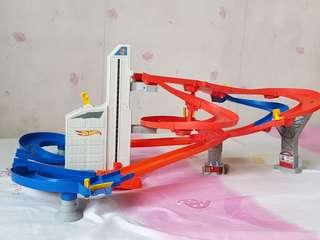 Hot wheel racing track