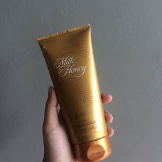 Oriflame Body Scrub Milk And Honey