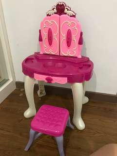 Little girl's dressing table
