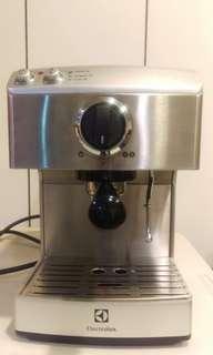 伊萊克斯 Electrolux 高壓義式濃縮咖啡機 EES200E