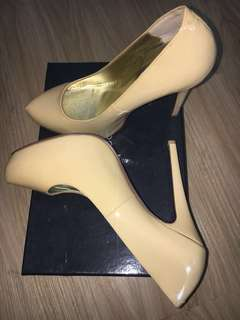 PEEPTOE SIZE 38 LEATHER HEELS