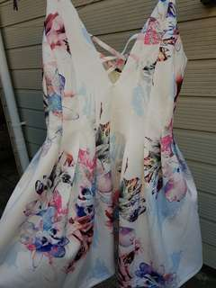 Mirrou floral dress. White. Pleated. Brand new