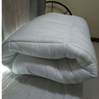 Thick Queen Sized Mattress Topper (like new)