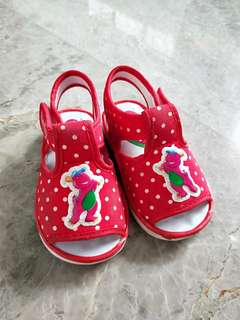 Barney squeaky shoe