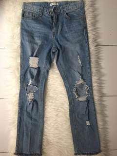 Ripped jeans / hole jeans