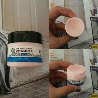 Night cream vit E the body shop. Sisa kurang kebih 30% pemakaian higienis ya. Ini bagus bgt.