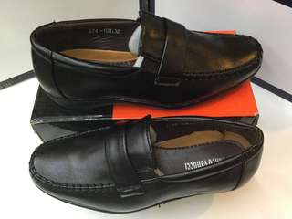 Synthetic black shoes meduim