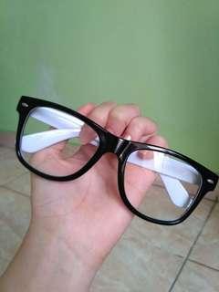 Kacamata gaya gayaan/plano