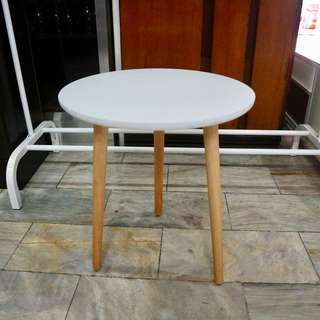 Round side end table perfect for lamps cellphone etc