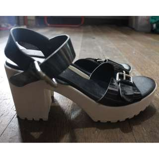 Pre-Loved Parisian Wedge Sandals (Black and White)
