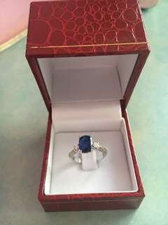 Customised sapphire ring with diamonds, 18k white gold