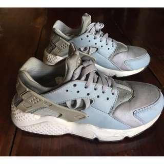 🔥SALE🔥Women's Nike Huarache Sneakers