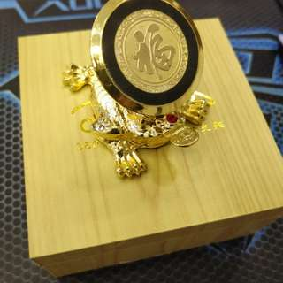 Golden Pixiu Toad Magnetic Car Holder