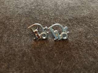 Dior logo earring