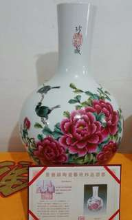 Antique vase with cert by ( 俞金喜 )