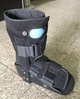 Orthopaedic walking boots