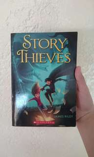 Story Thieves - James Railey (SCHOLASTIC)