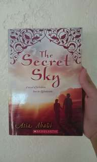 The Secret Sky - Atia Abawi  (SCHOLASTIC)