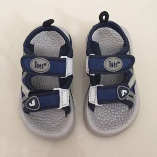 Light weight sandals for toddler boys