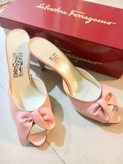 Salvatore Ferragamo Authentic.🌸 Spring Color 🌸 Worn once. 🔥Hot Price🔥Very good condition 😊👍🏼