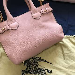 🈹$7000 Burberry The small banner in Leather and House Check