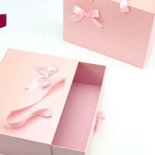 EXCLUSIVE DRAWER GIFT BOX