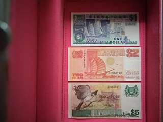 *MINT* Singapore old $1, $2, $5 notes