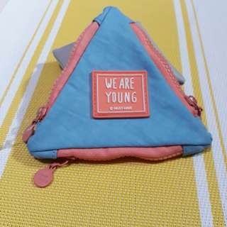 Triangular coin purse wallet