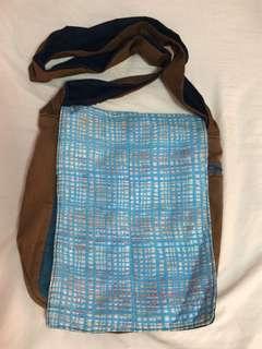YADU Unique sling bag