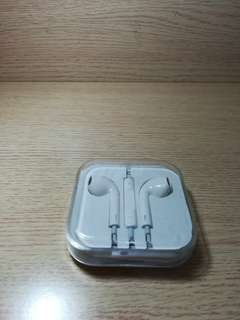 Apple EarPods 配備 3.5 毫米耳筒插頭