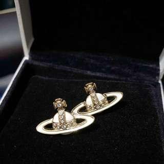 Westwood 白金色耳環
