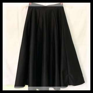 Plain black long skirt ❤️ Size: 26-28