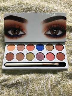 Kylie royal peach eyeshadow palette