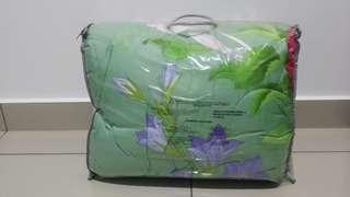 AVON Lilia Rosa Comforter + Fitted Bedsheet Set Queen Size