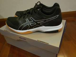 asic court shoes